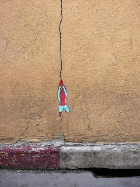 ↑ 壁に現れたスパイダーマン