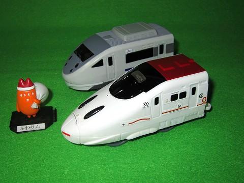 ↑ 新800系新幹線/681系特急サンダーバード