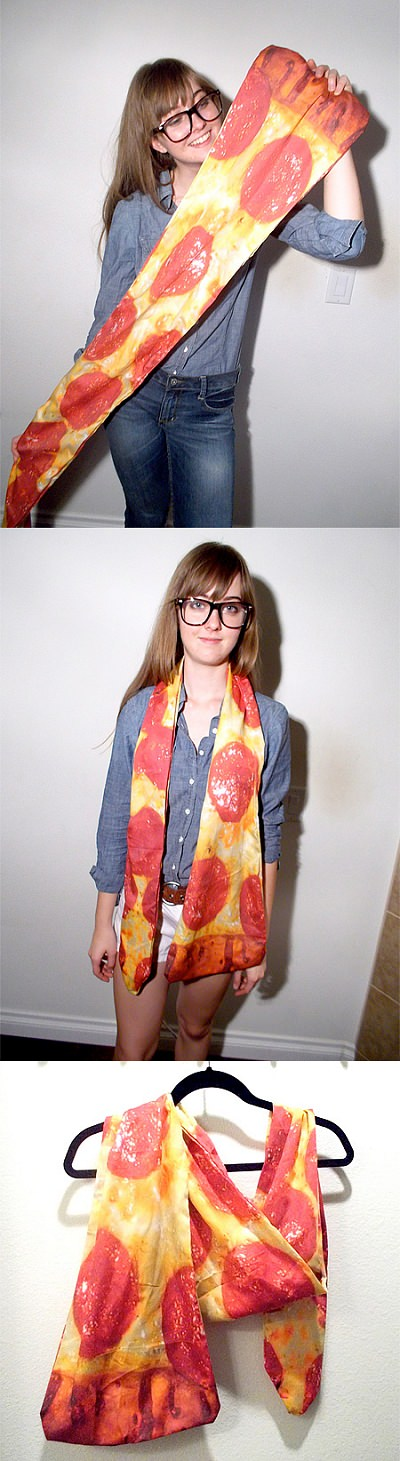 ↑ Pizza Scarf