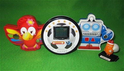 ↑ マクドナルドハッピーセット タッチでハッピー(えんそうロボット、うたうオウム、キックボール)