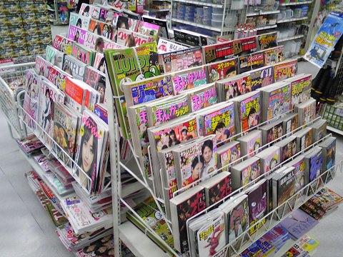 雑誌棚が3つ