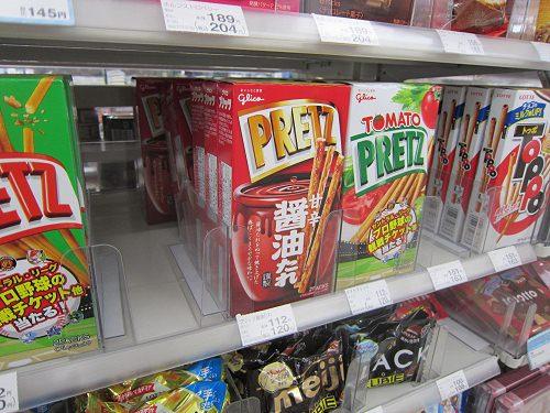 ↑ プリッツ<醤油たれ>(江崎グリコ)。他のプリッツと共に